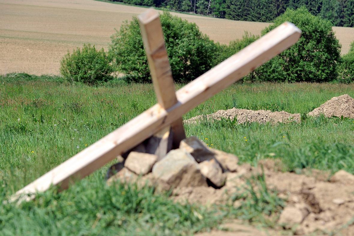 Dobronín, pokácený kříž