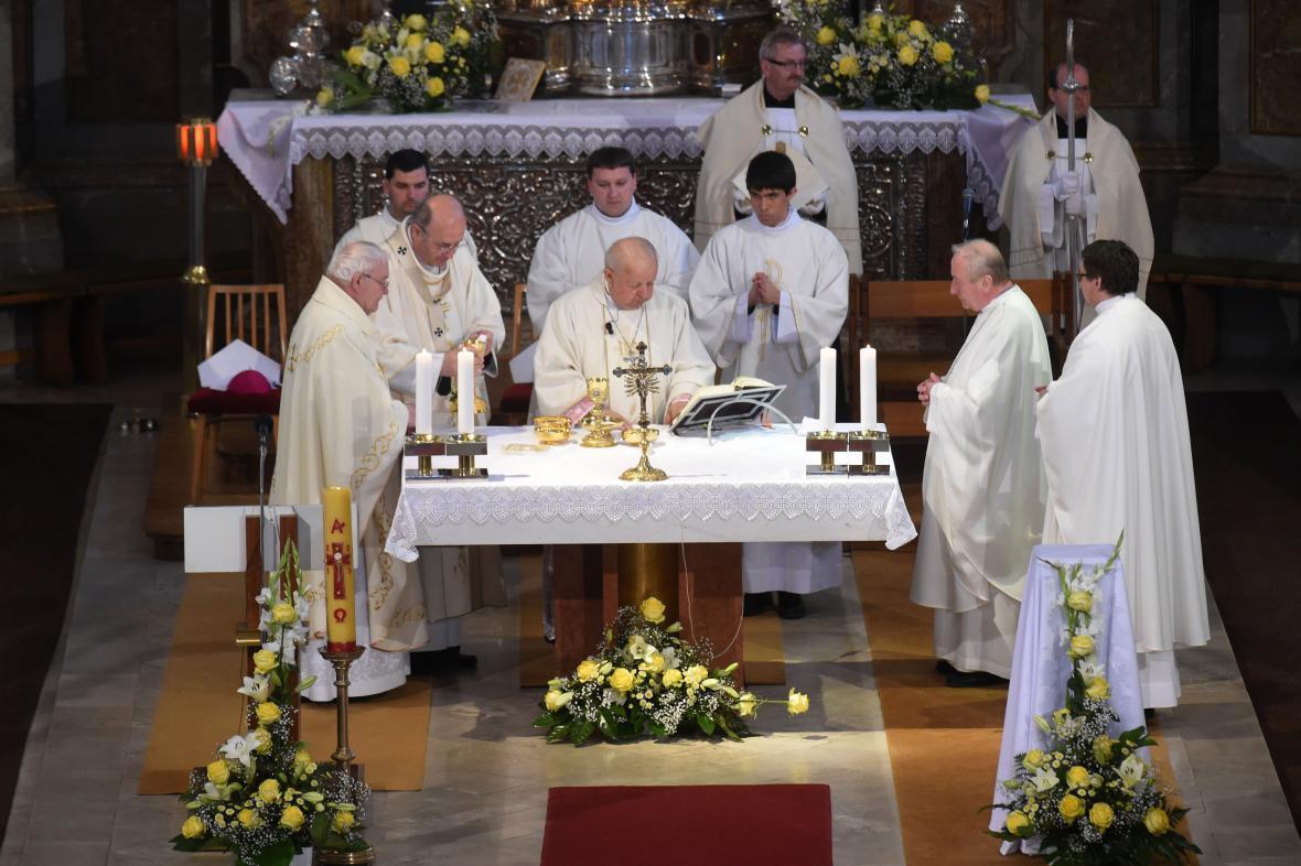 Bohoslužbu sloužil polský kardinál Stanislaw Dziwisz