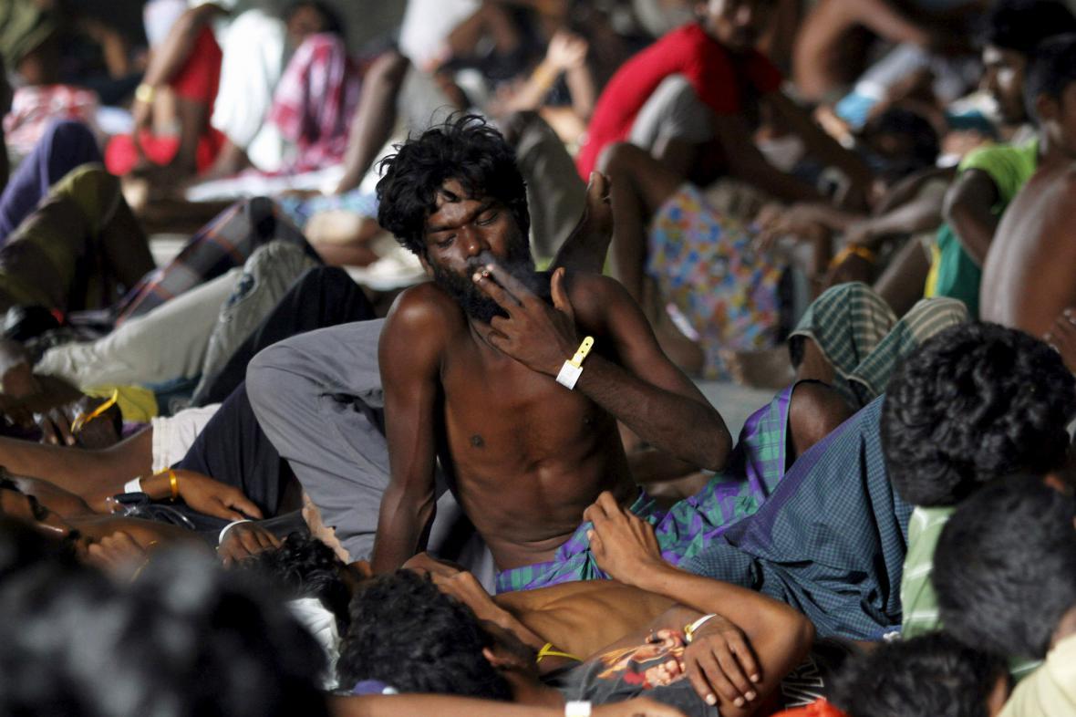 Uprchlíci v indonéském přístavu Langsa