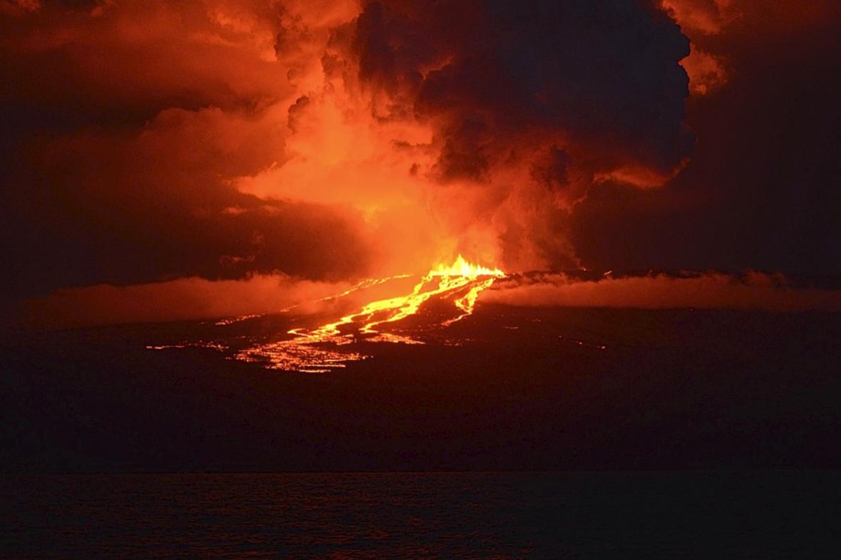 Výbuch sopky na Galapágách