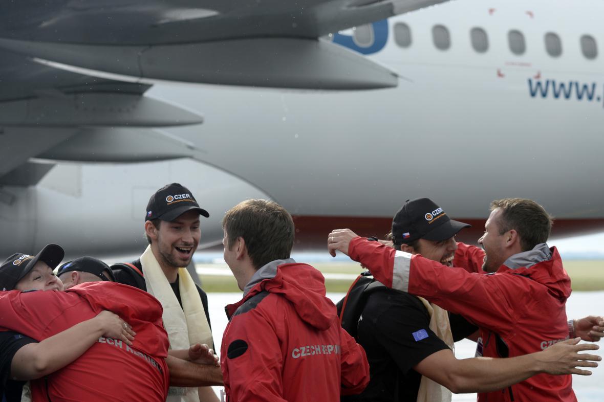Čeští záchranáři po návratu z Nepálu