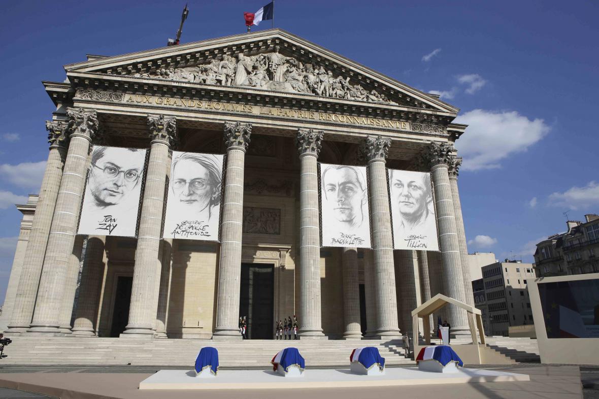 Ukládání ostatků čtyř bojovníků proti nacismu v Pantheonu