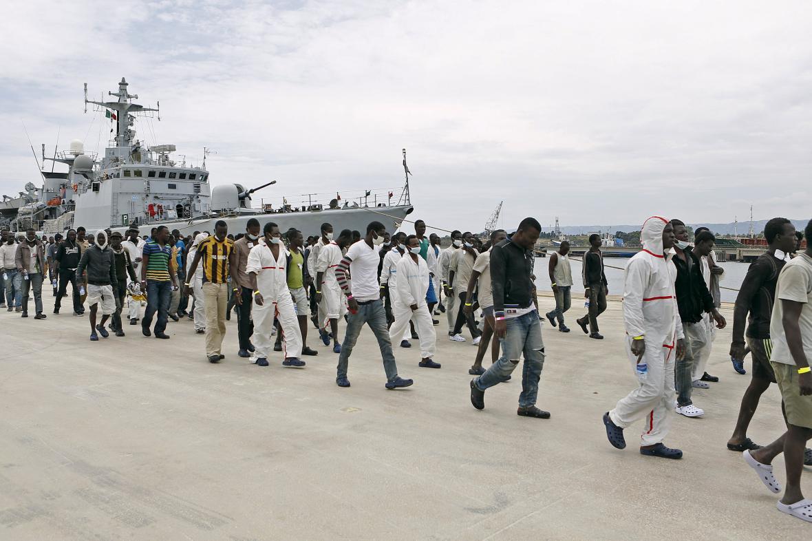 Uprchlíci po vylodění na Sicílii
