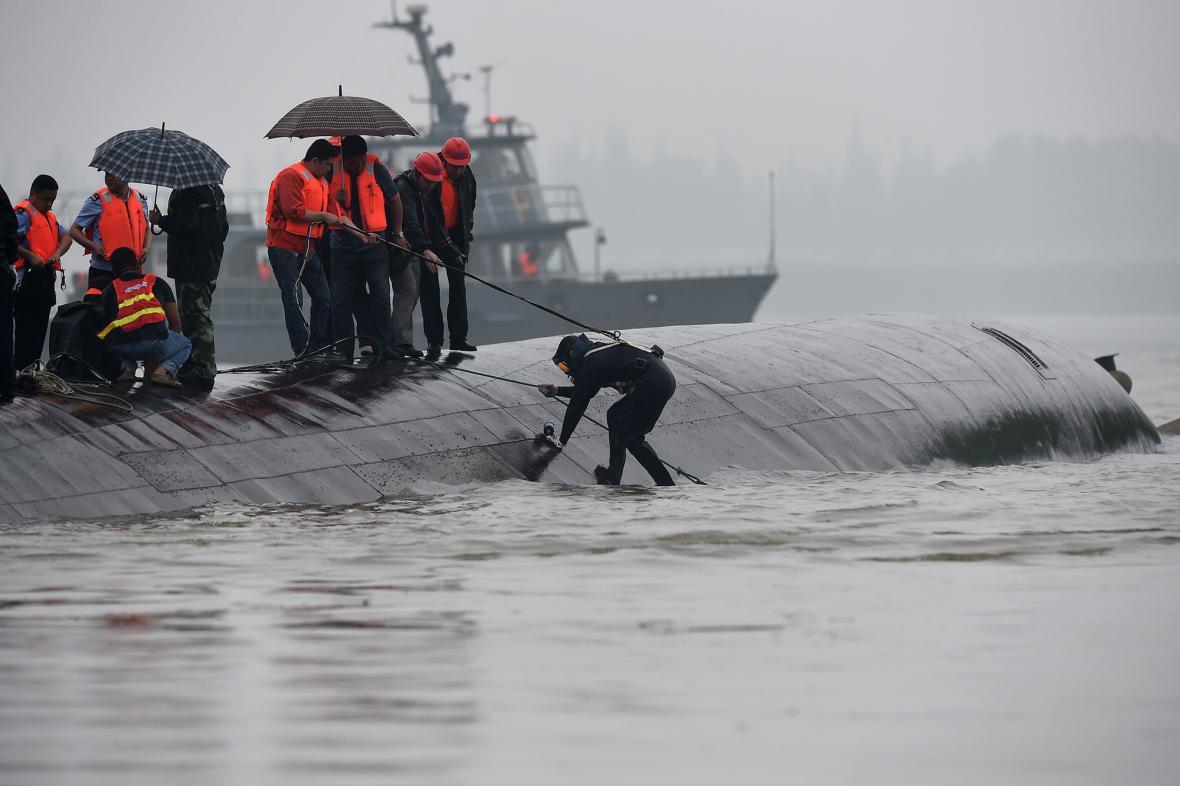Potopení čínské lodi na řece Jang-c-ťiang