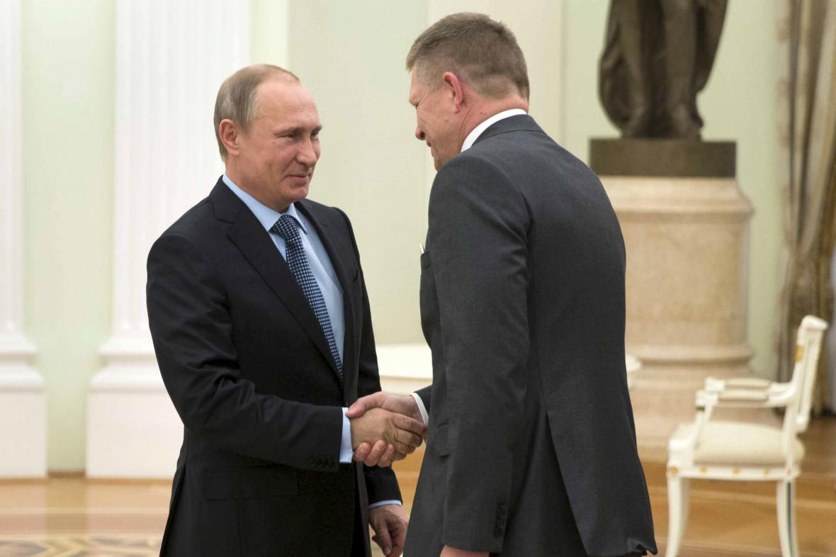 Vladimir Putin vítá v Moskvě Roberta Fica