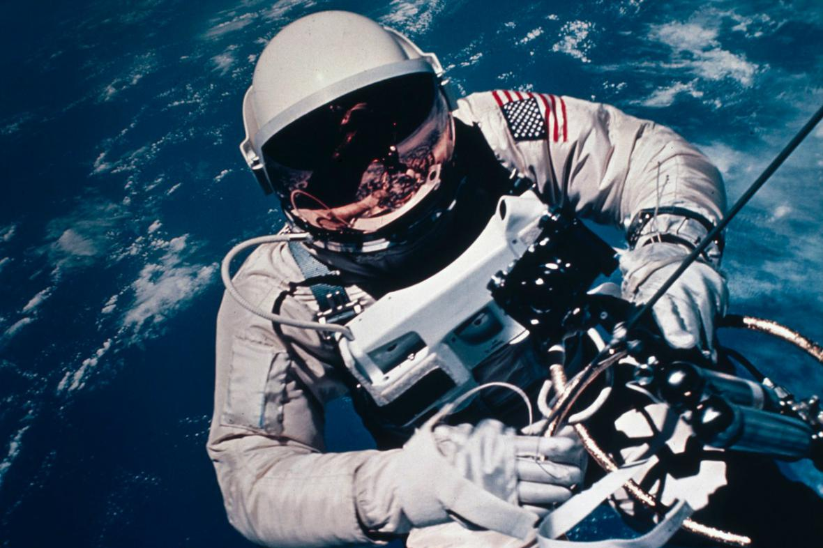 Ed White byl prvním Američanem ve volném vesmíru
