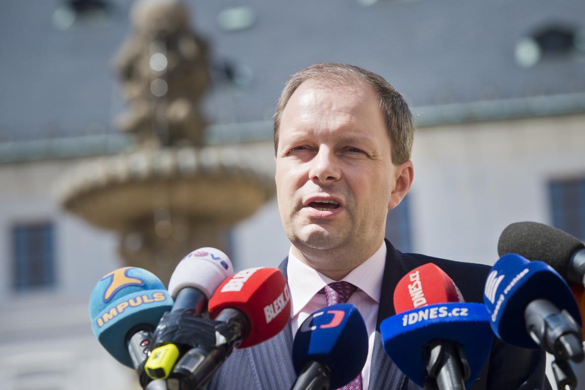 Marcel Chládek prezidenta o své odvolání sám požádal