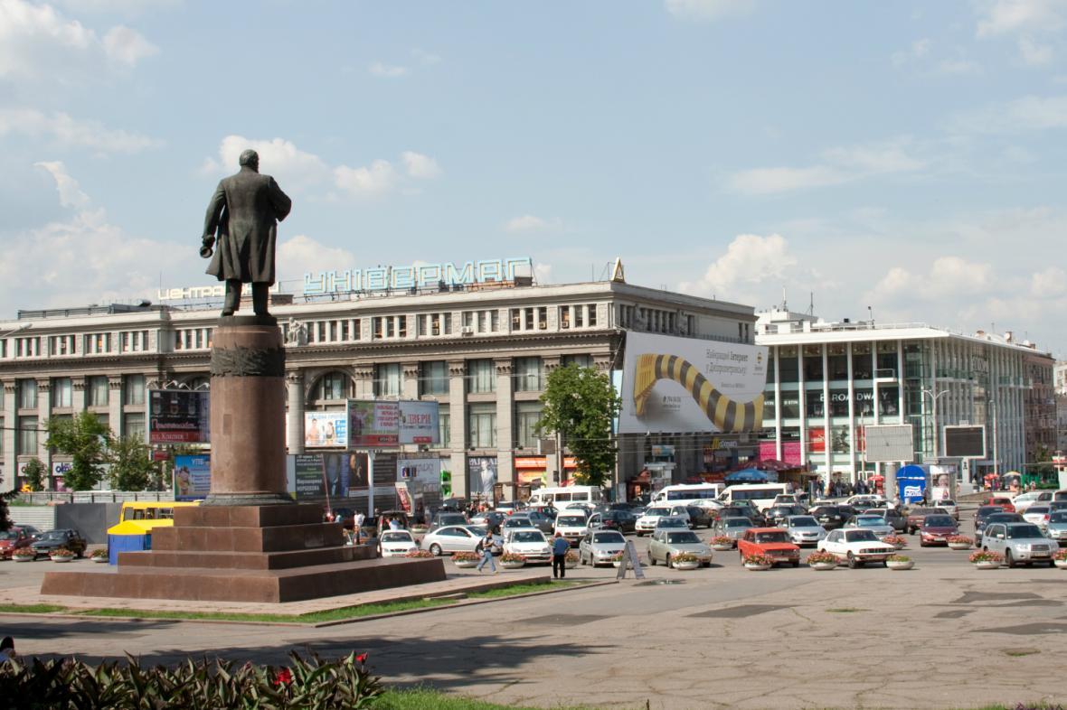 Socha Lenina v centru Dněpropetrovsku - stržena byla v březnu 2014