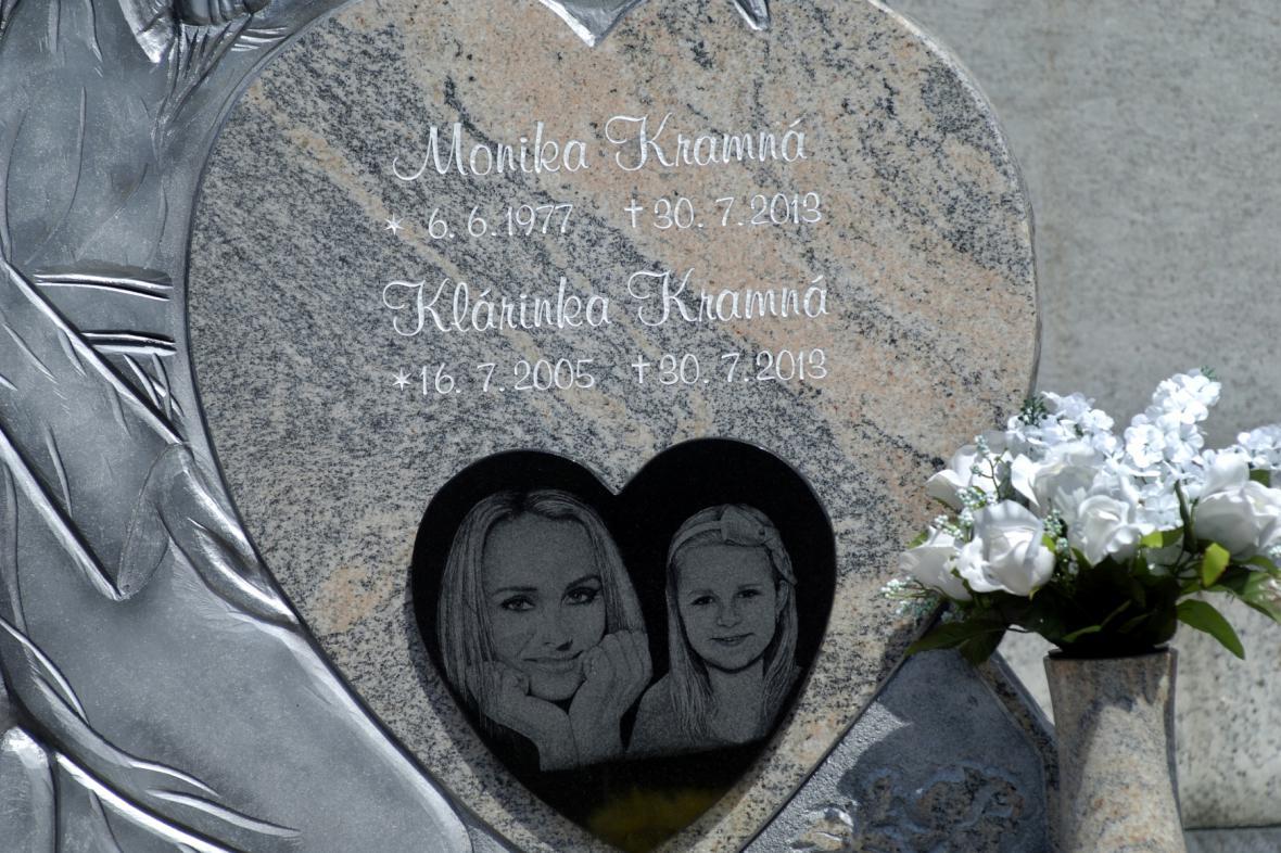 Hrob Moniky Kramné a její dcery