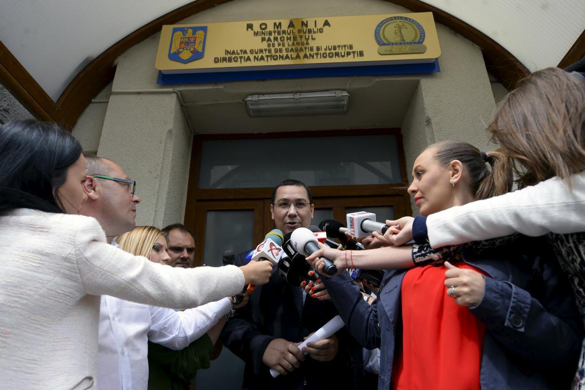 Victor Ponta po výslechu na prokuratuře hovoří s novináři