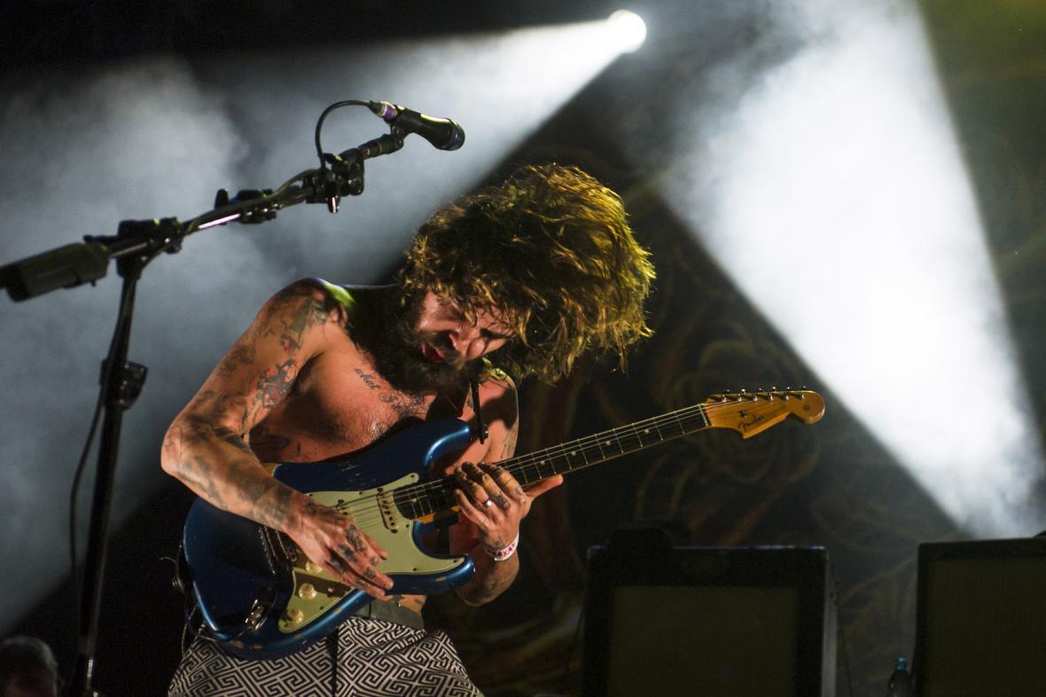 Zpěvák a kytarista Simon Neil na Rock for People 2014