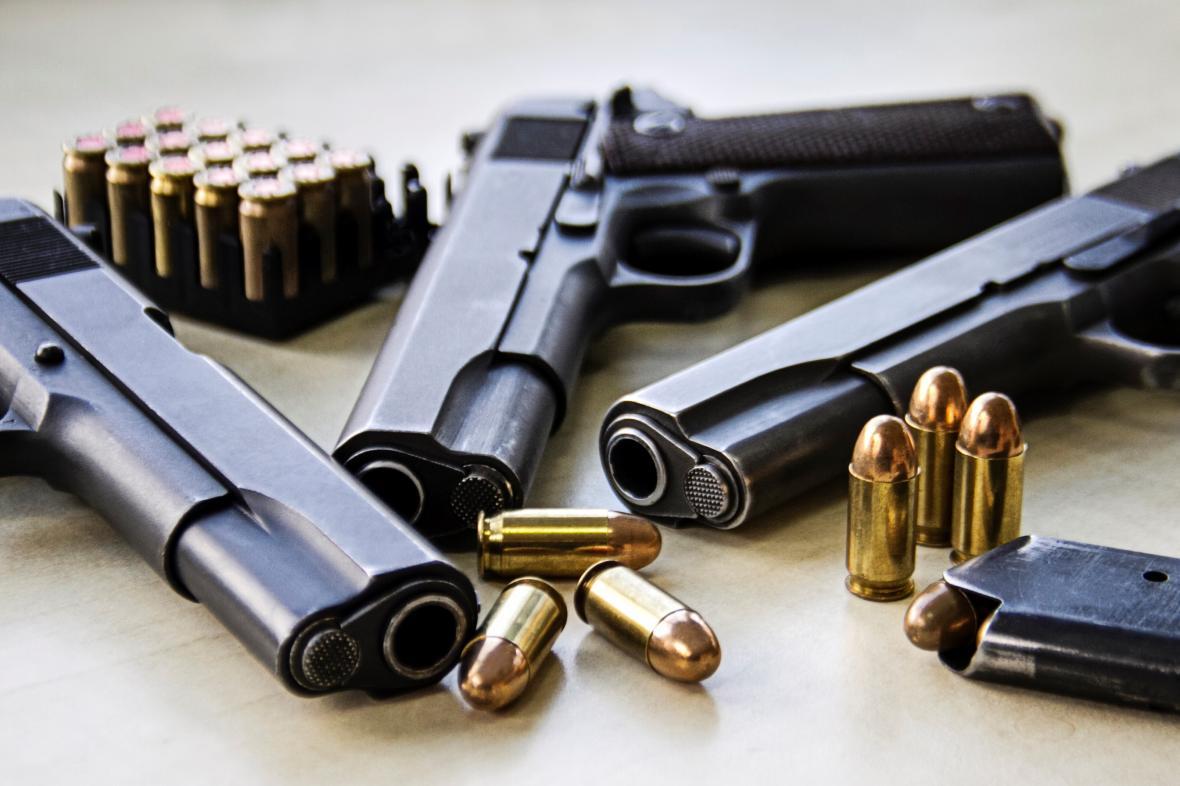 Zbraně a náboje
