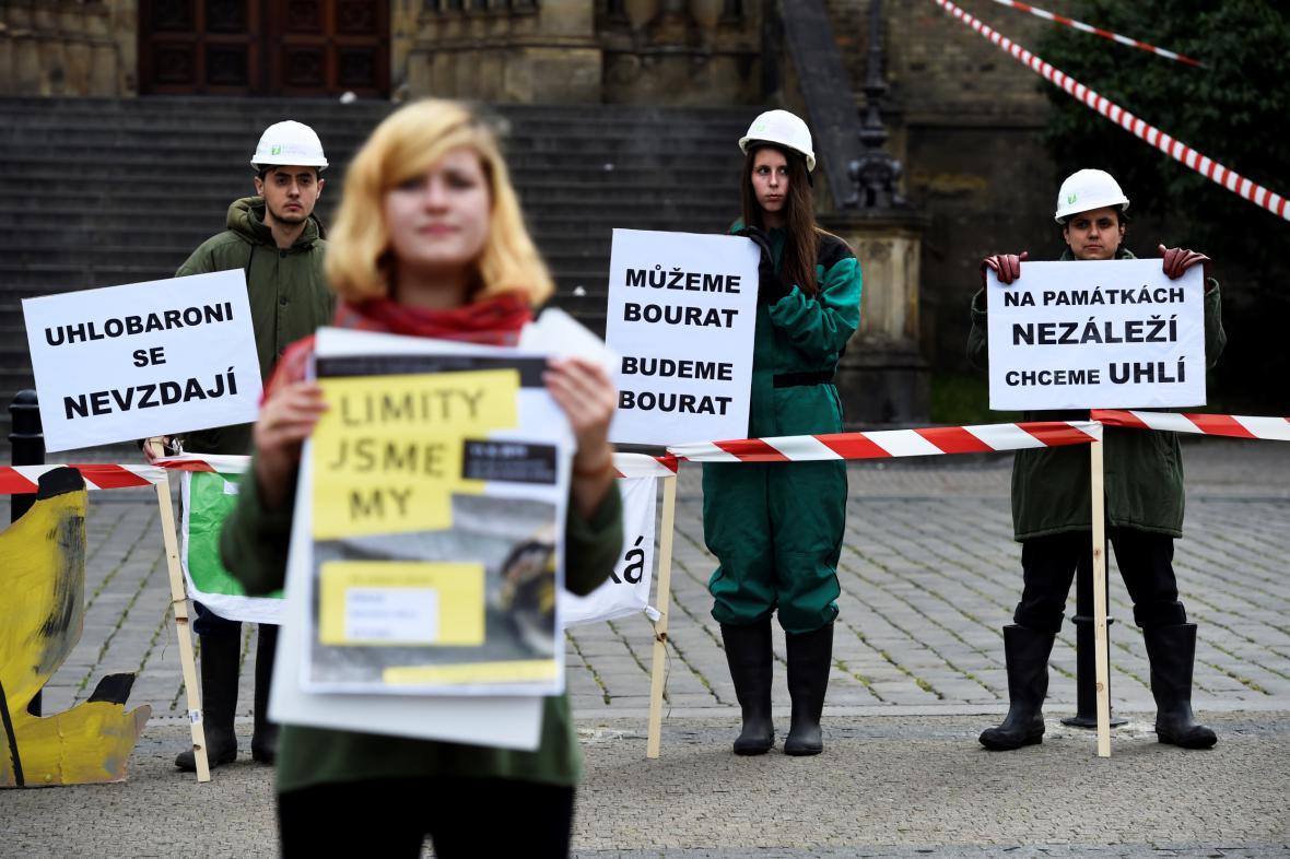 Demonstrace proti prolomení těžebních limitů