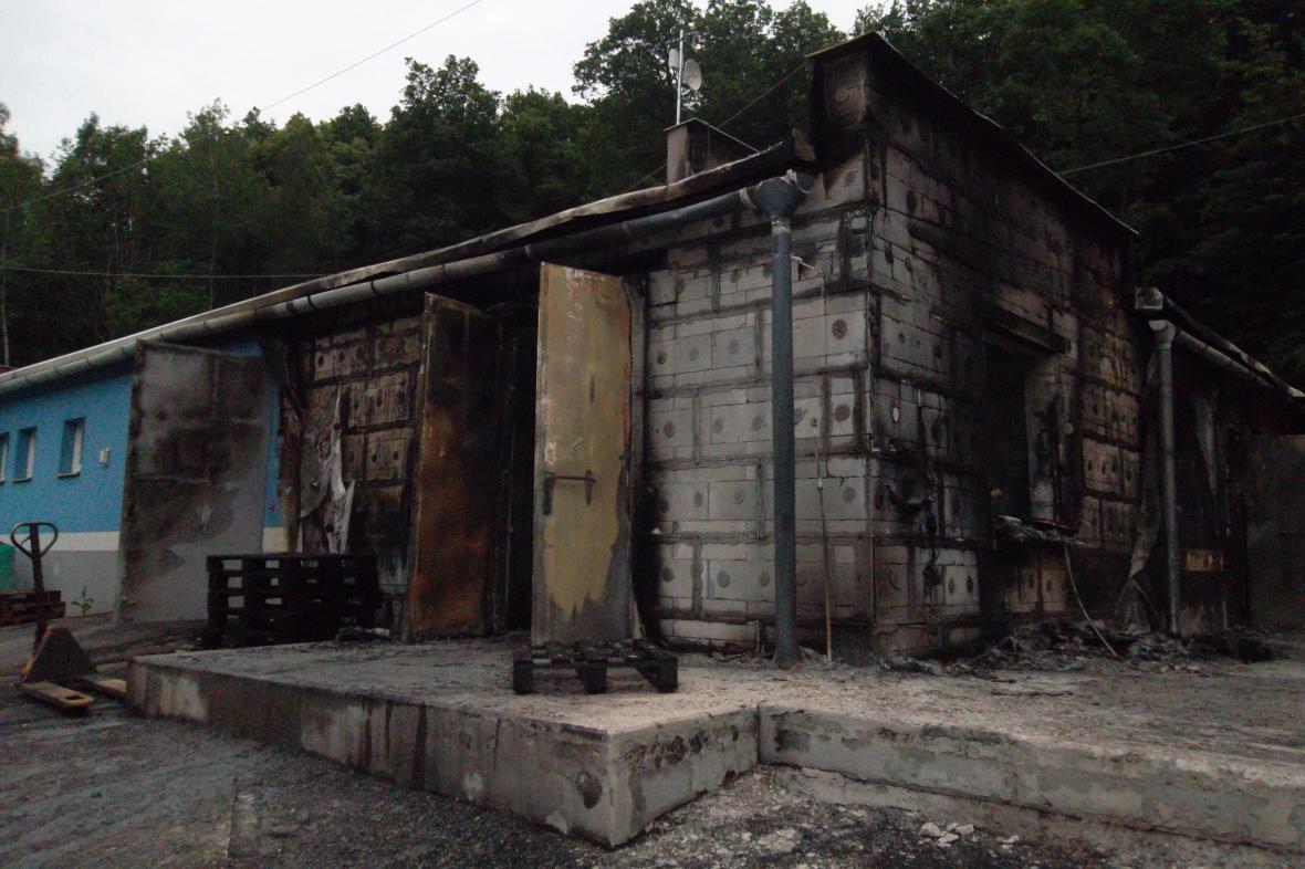 Poškozený sklad v Ratajích