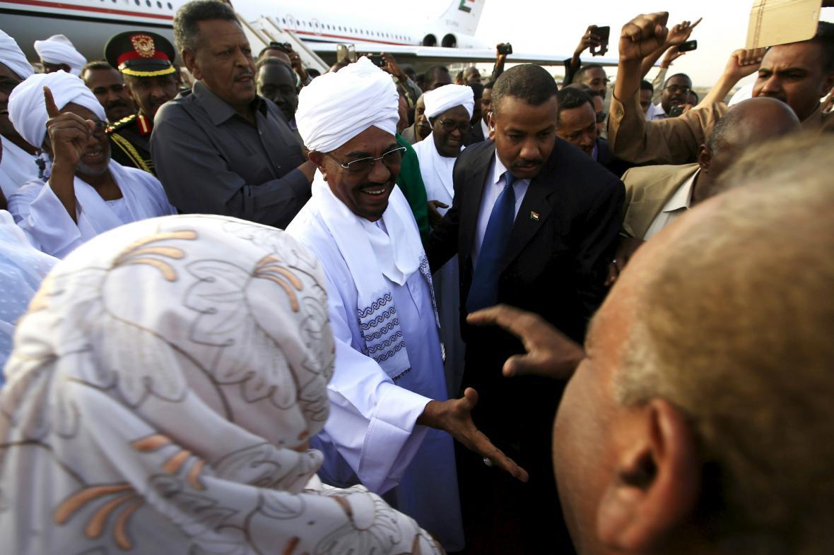 Umar Bašír po návratu do Súdánu