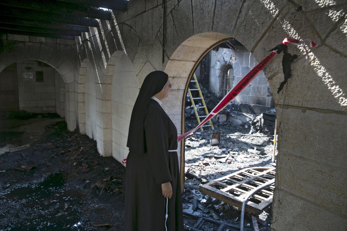 Kostel Rozmnožení chlebů a ryb poškozený požárem