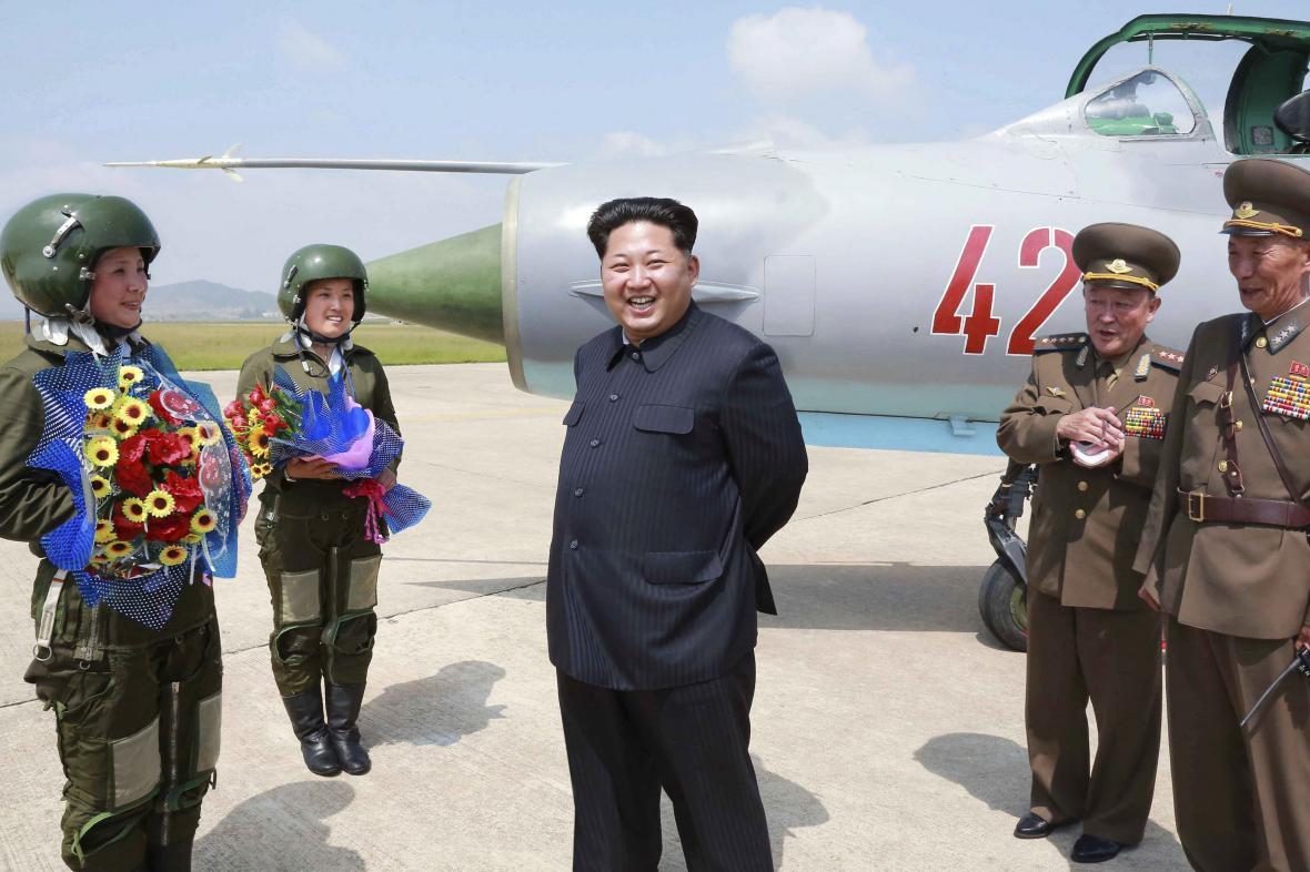 Kim Čong-un s pilotkami