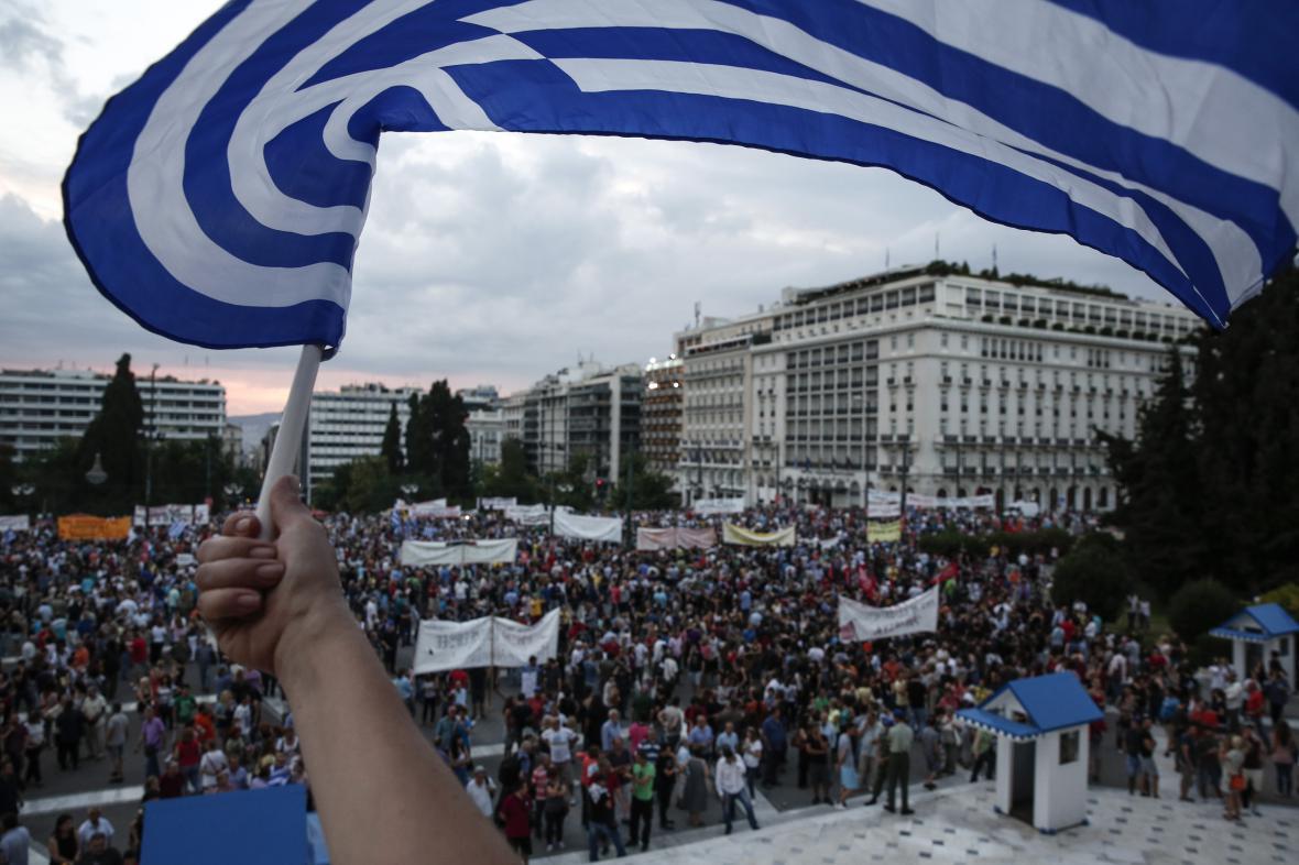 Tisíce lidí demonstrují na podporu Řecka