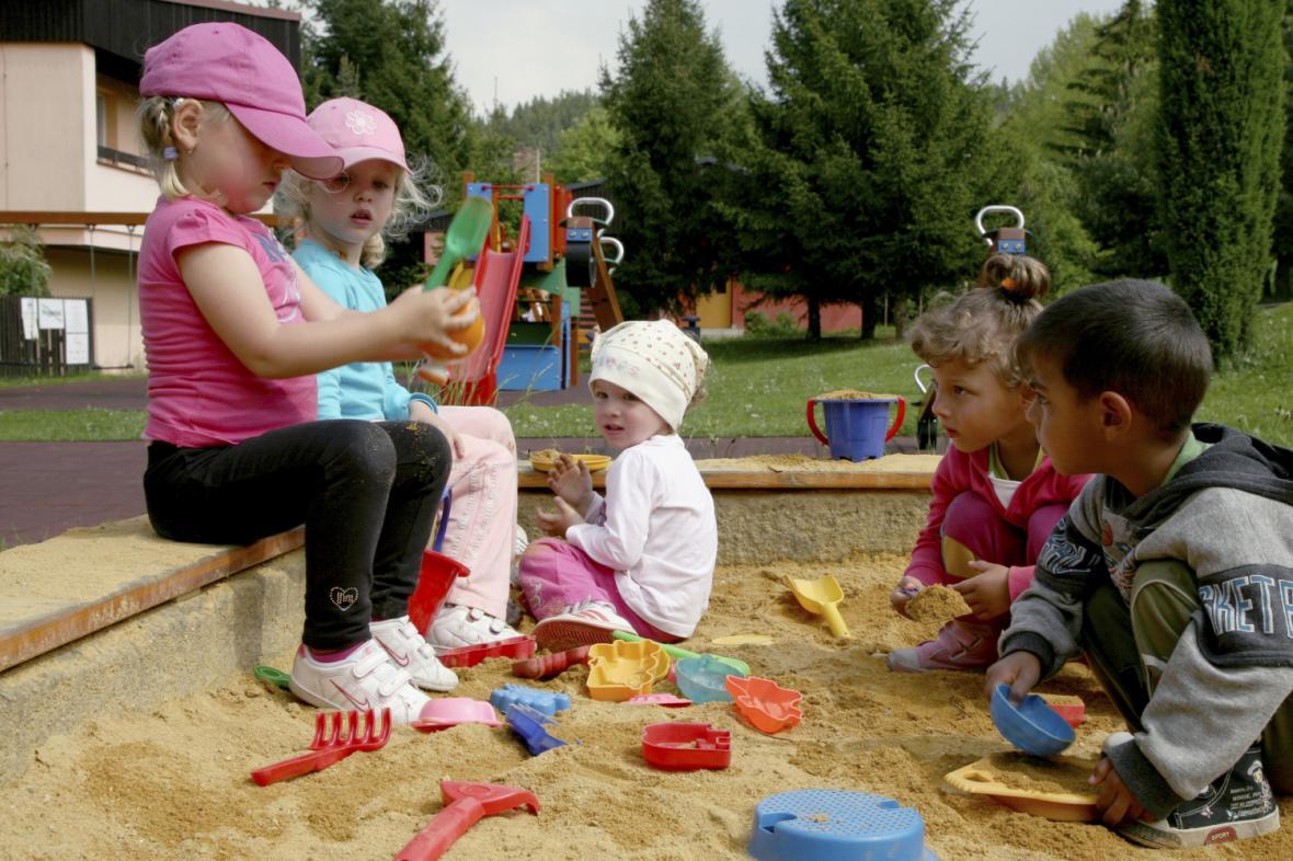 Děti v karlovarské SOS dětské vesničce