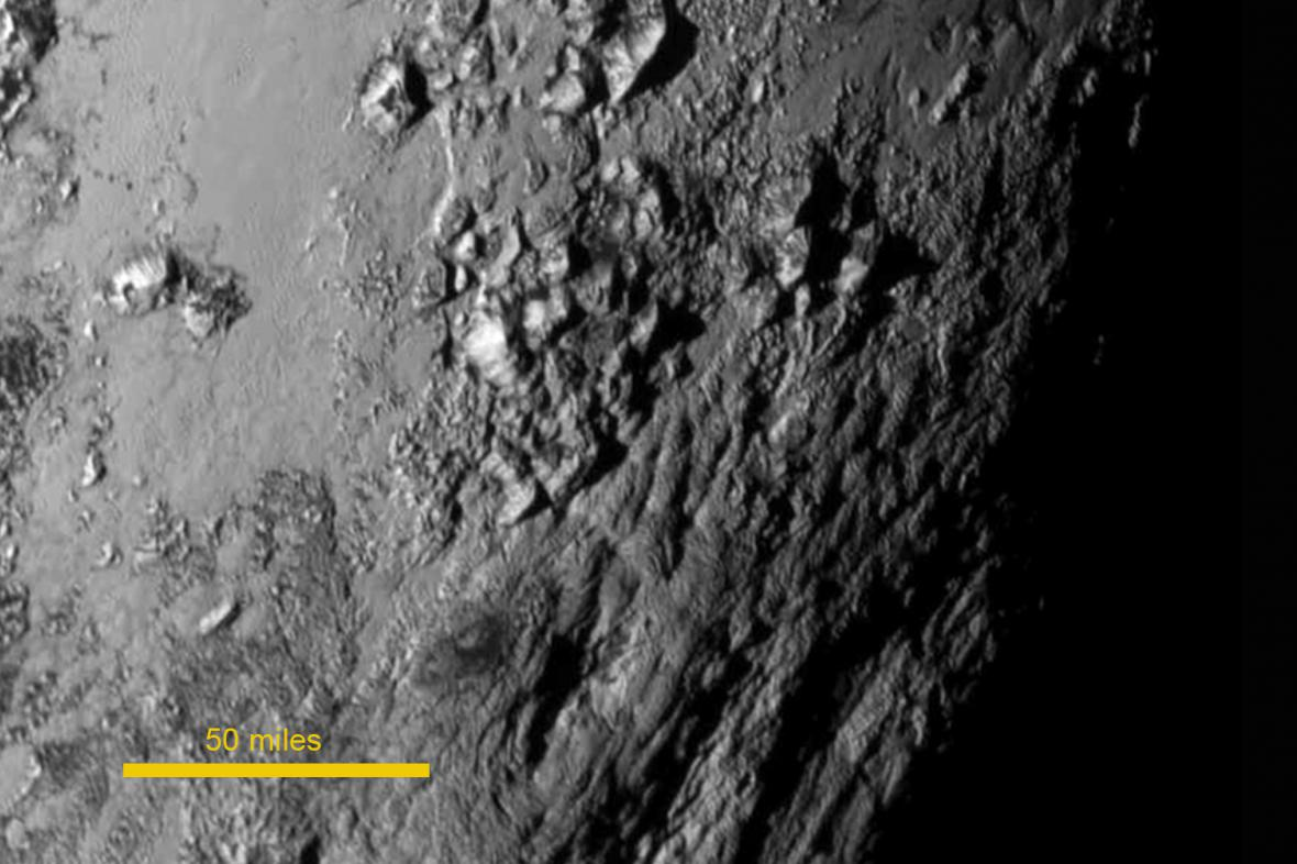 Snímek Pluta pořízený sondou New Horizons 14. 7. 2015