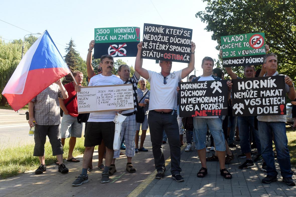 Protest horníků před výjezdním zasedáním vlády v Ostravě