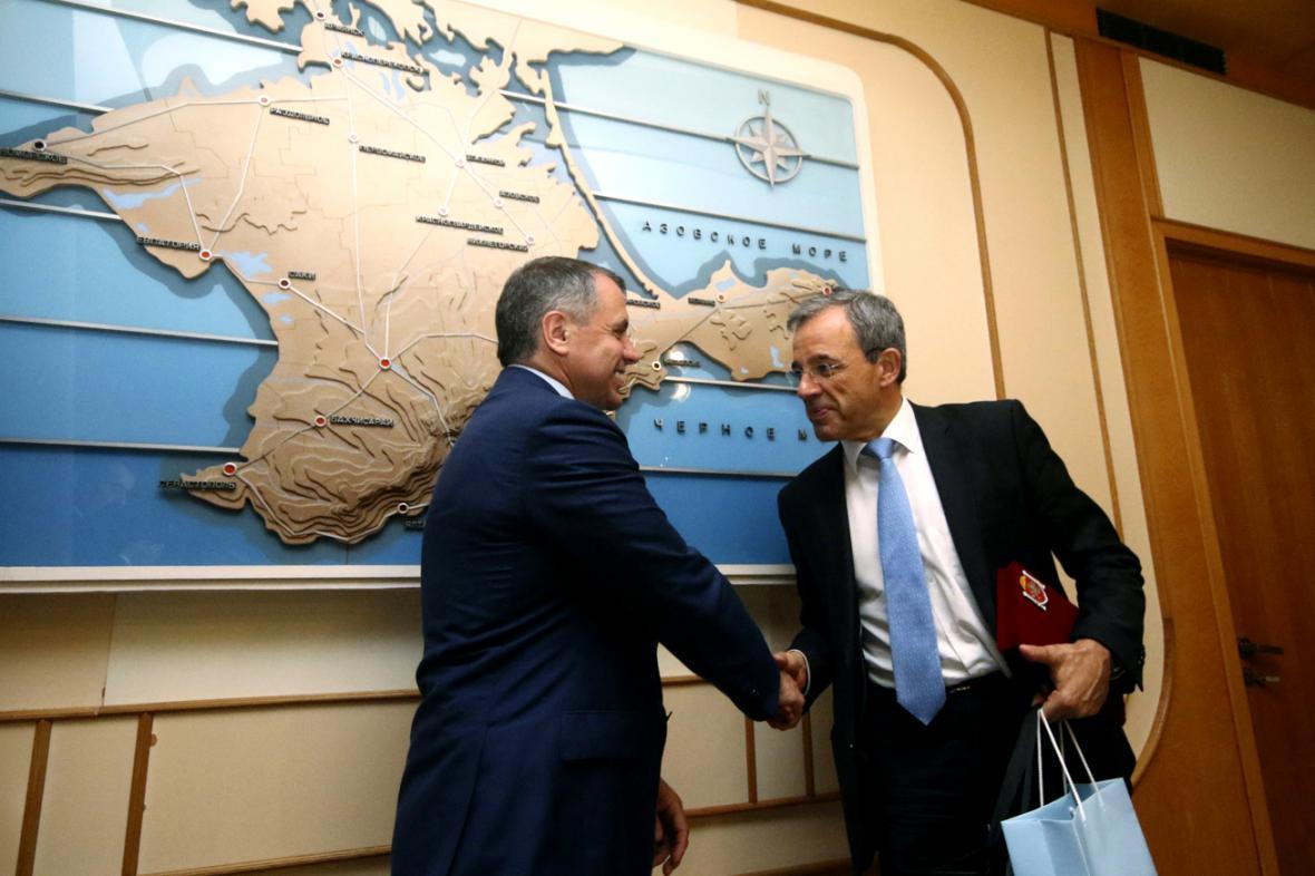 Thierry Mariani (vpravo) na návštěvě Krymu