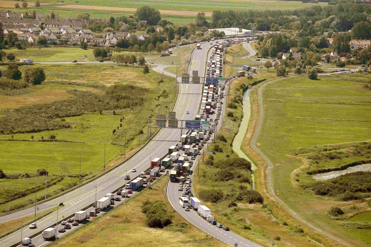 Migranti zablokovali dopravu v eurotunelu