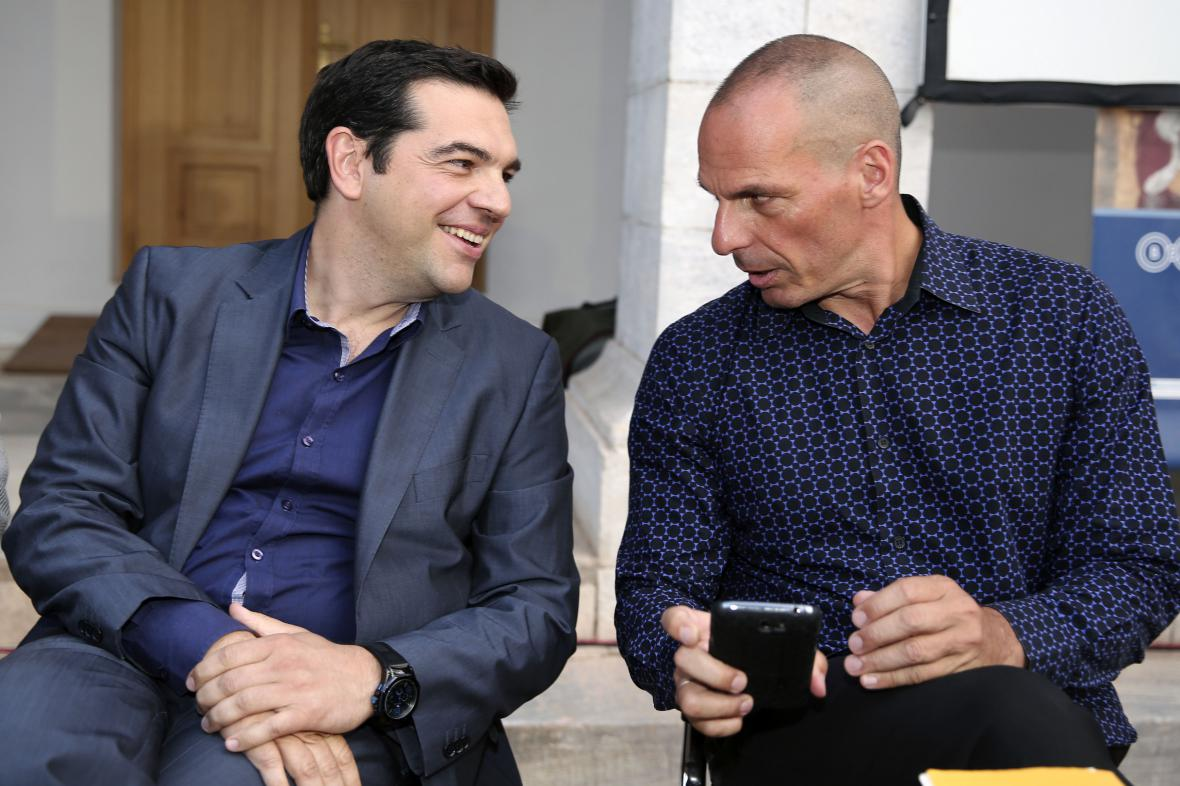 Řecký premiér Alexis Tsipras a bývalý ministr financí Janis Varufakis