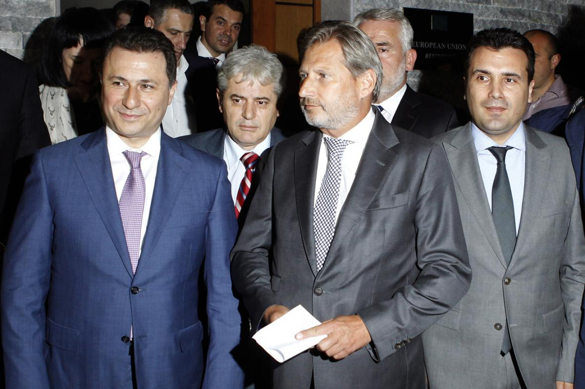 Nikola Gruevski, Ali Ahmeti, Johannes Hahn, Menduh Thaci a Zoran Zaev