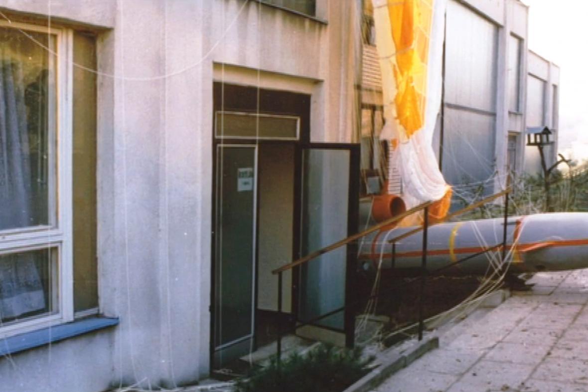Sovětský bezpilotní letoun spadl na školku