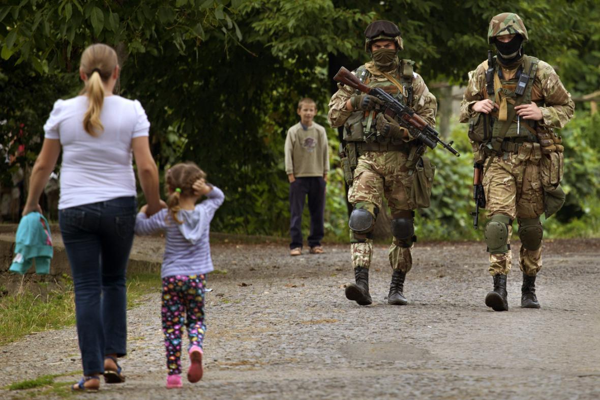 Vojenské hlídky v okolí Mukačeva