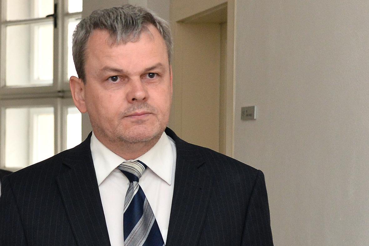 Vladislav Koval přichází k soudu