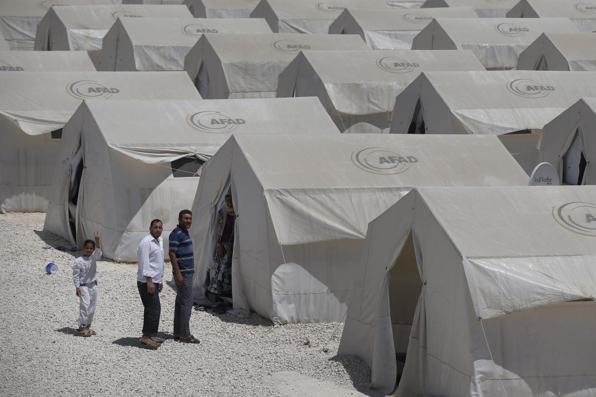 Syřané v uprchlickém táboře Suruc poblíž turecko-syrské hranice
