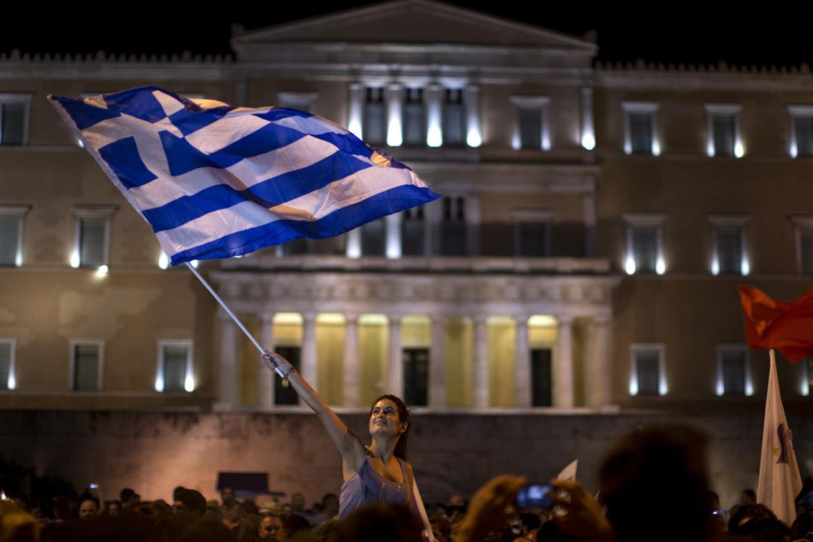 Řekové, kteří byli proti podmínkám věřitelů, oslavovali výsledky referenda
