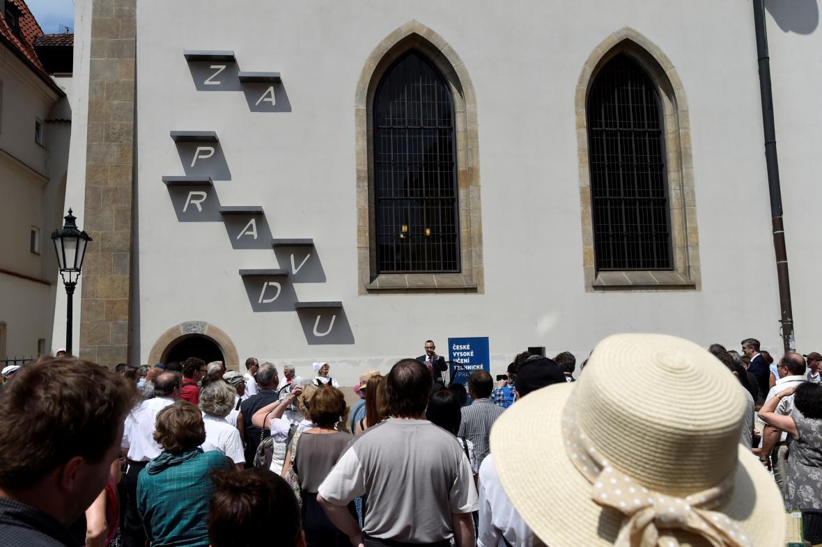 Instalace na Betlémské kapli