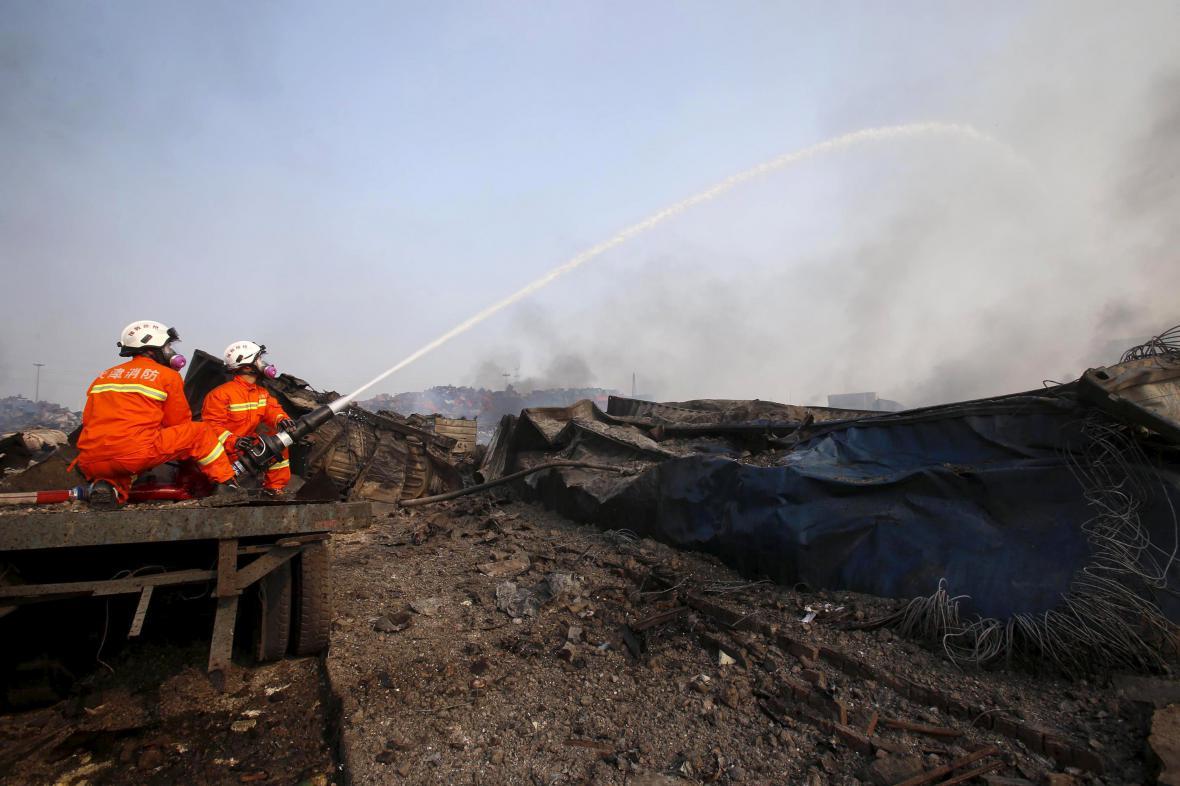 Hasiči bojují s následky středečního výbuchu