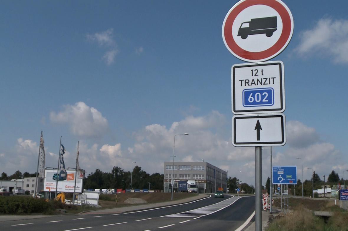Zákaz tranzitní kamionové dopravy