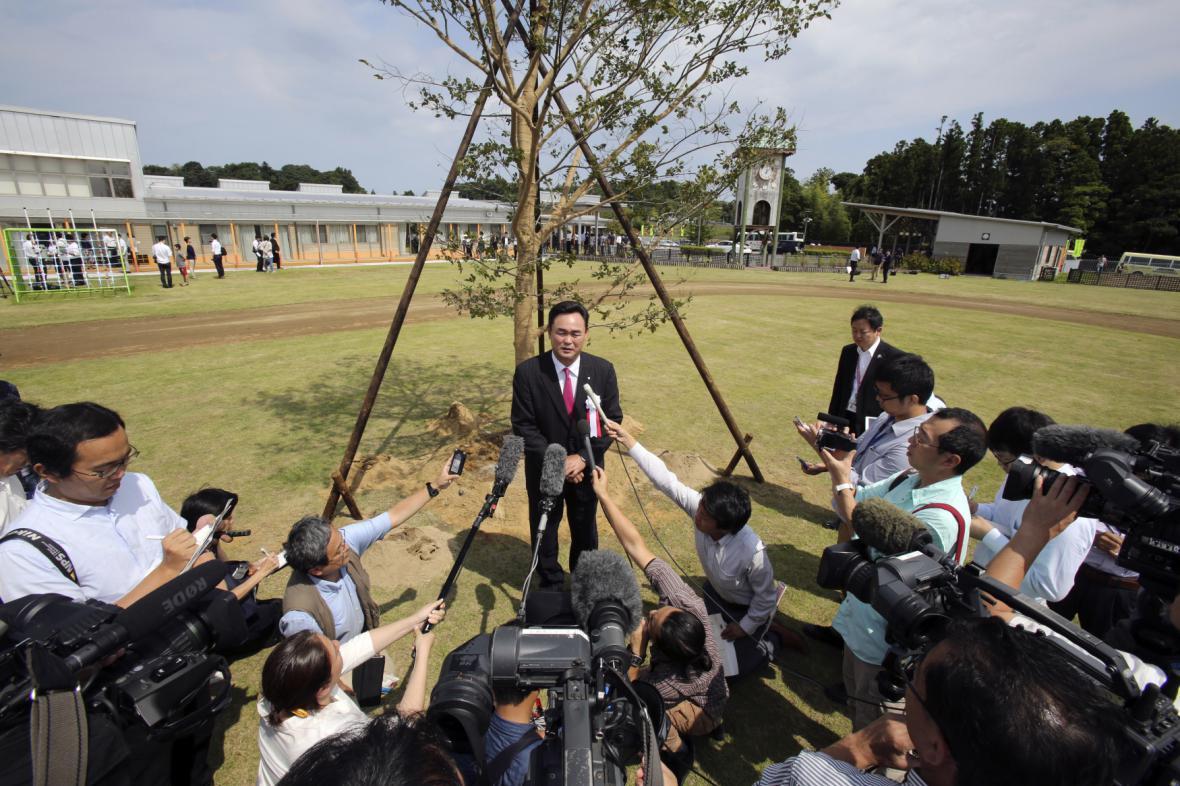 Starosta Narahy Jukiej Matsumoto mluví k novinářům