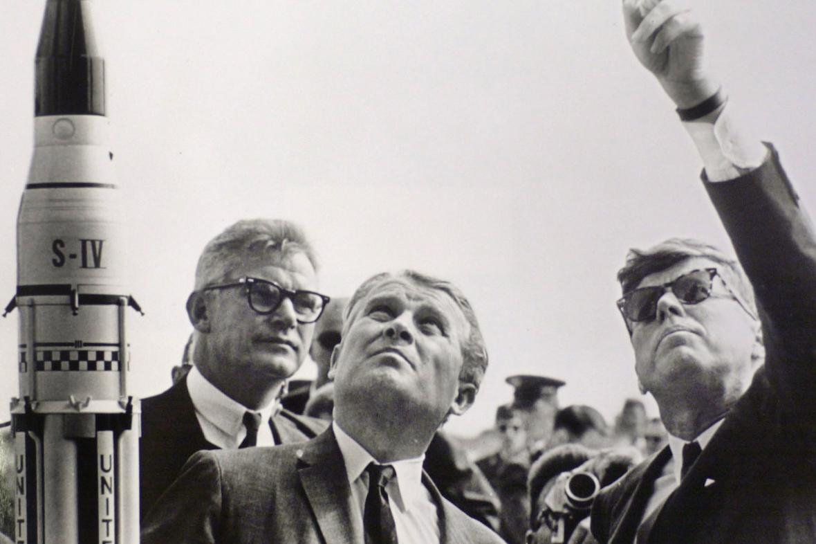 Wernher von Braun s americkým prezidentem Kennedym