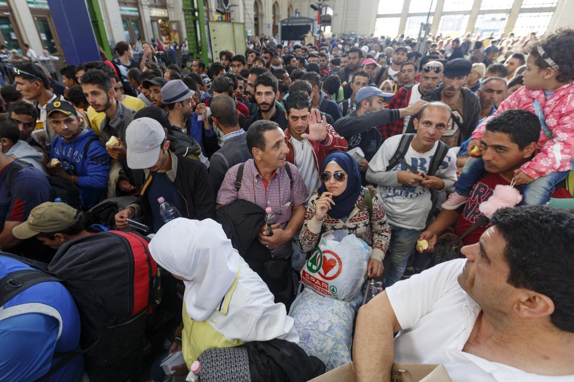 Migranti na nádraží v Budapešti