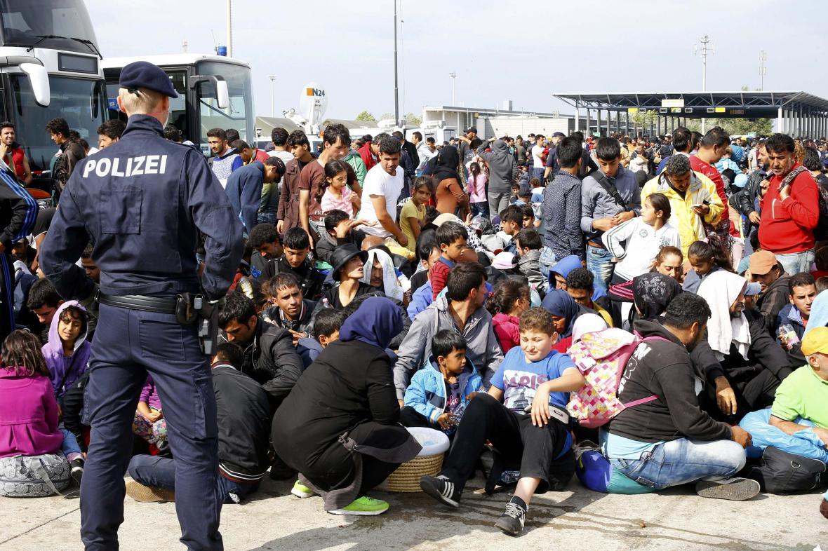 Uprchlíci na hraničním přechodu Nickelsdorf