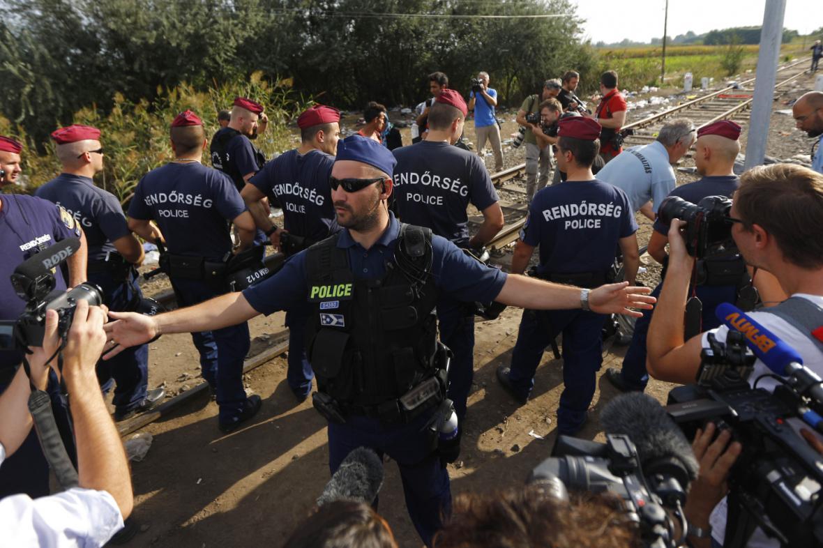 Hlídky u uprchlických tras poblíž Röszke