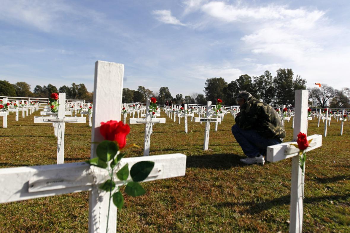 Argentinský veterán u památníku obětí falklandské války