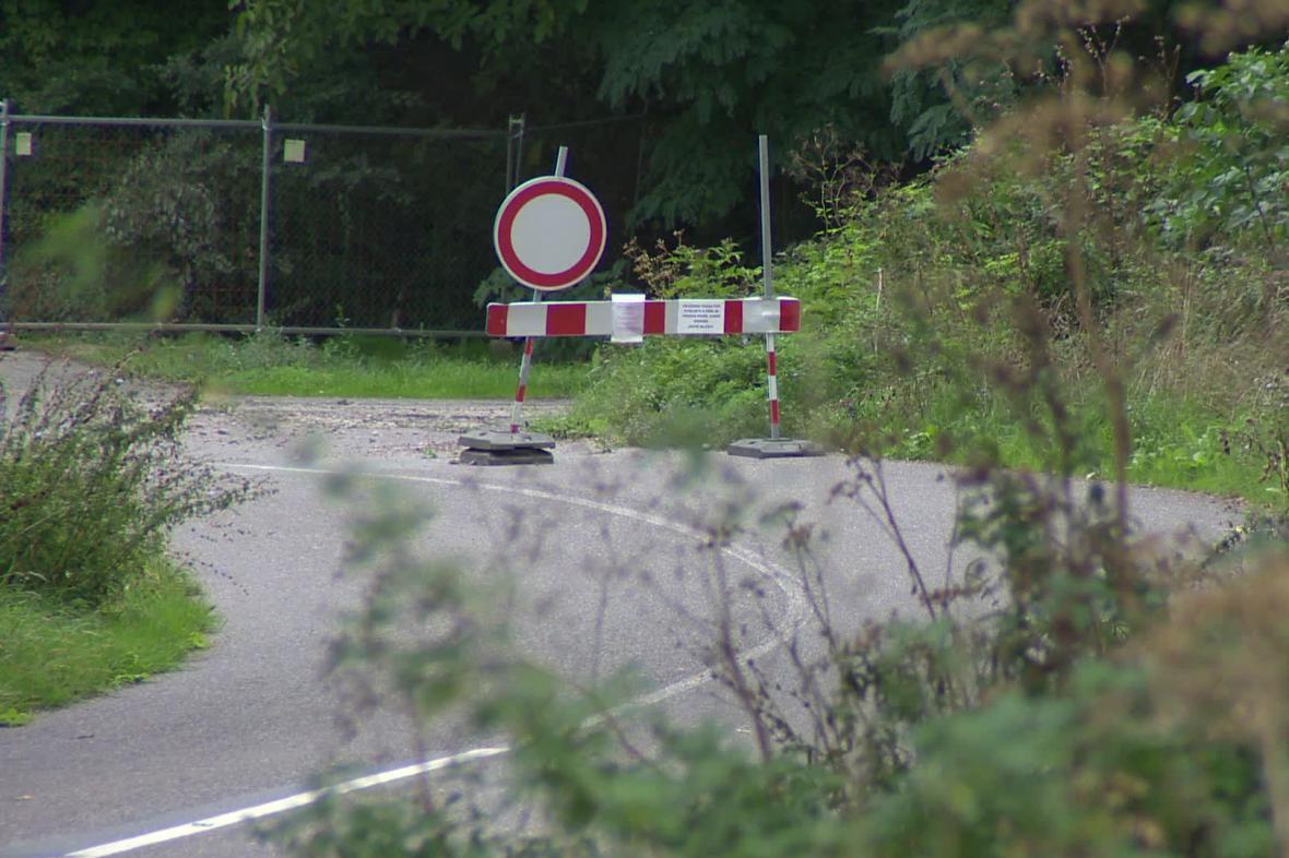 Silnice mezi Pavlovem a Dolními Věstonicemi je už rok neprůjezdná