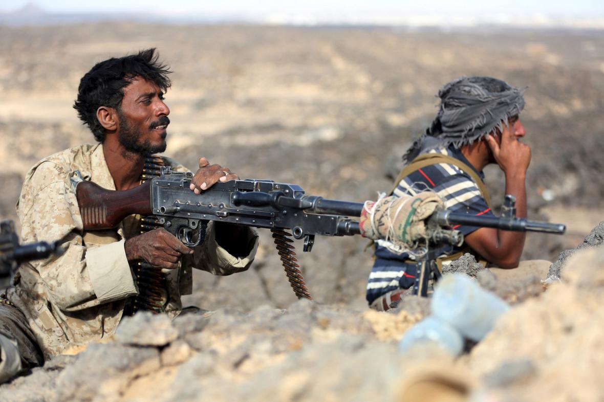 Boje v Jemenu neutuchají