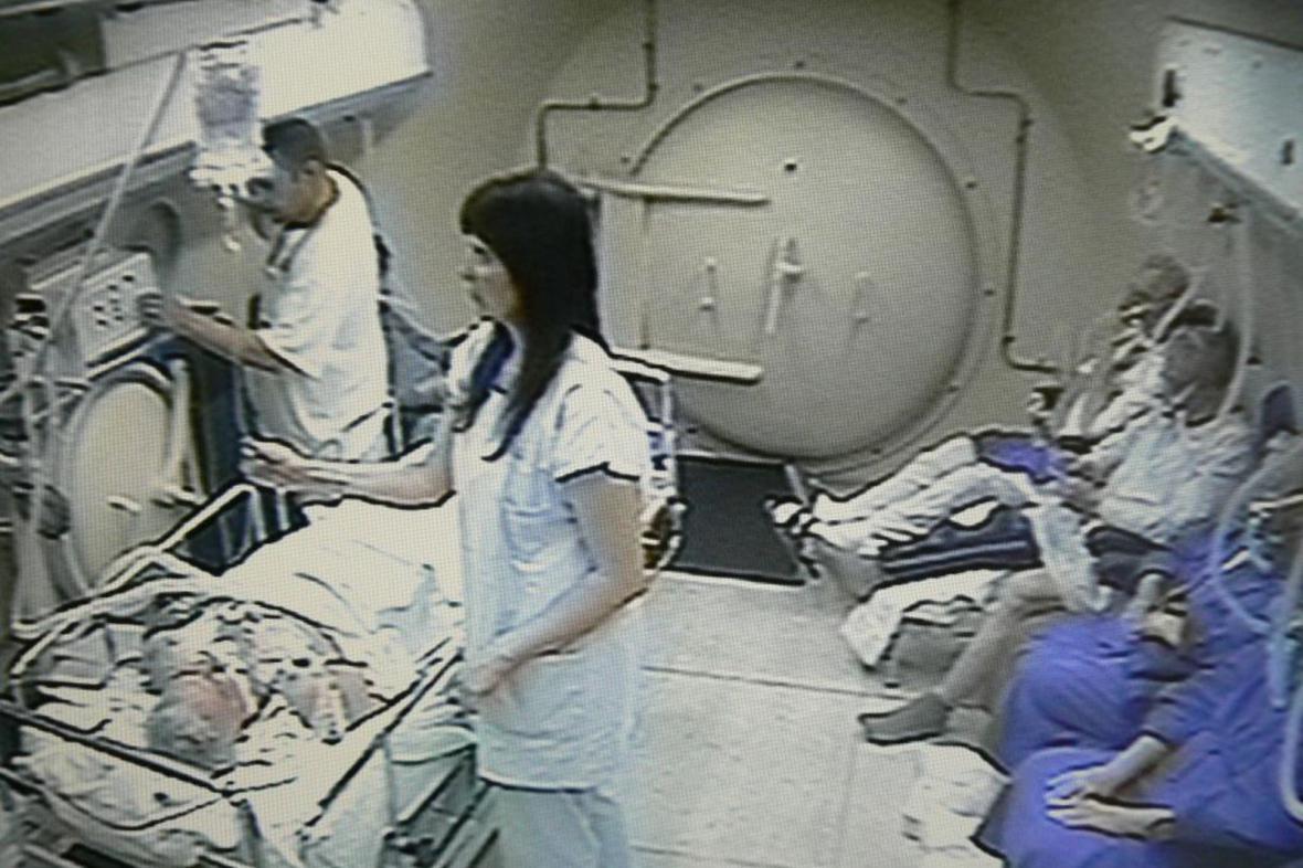 Hyperbarická komora v Ostravě (záběr z provozní kamery)