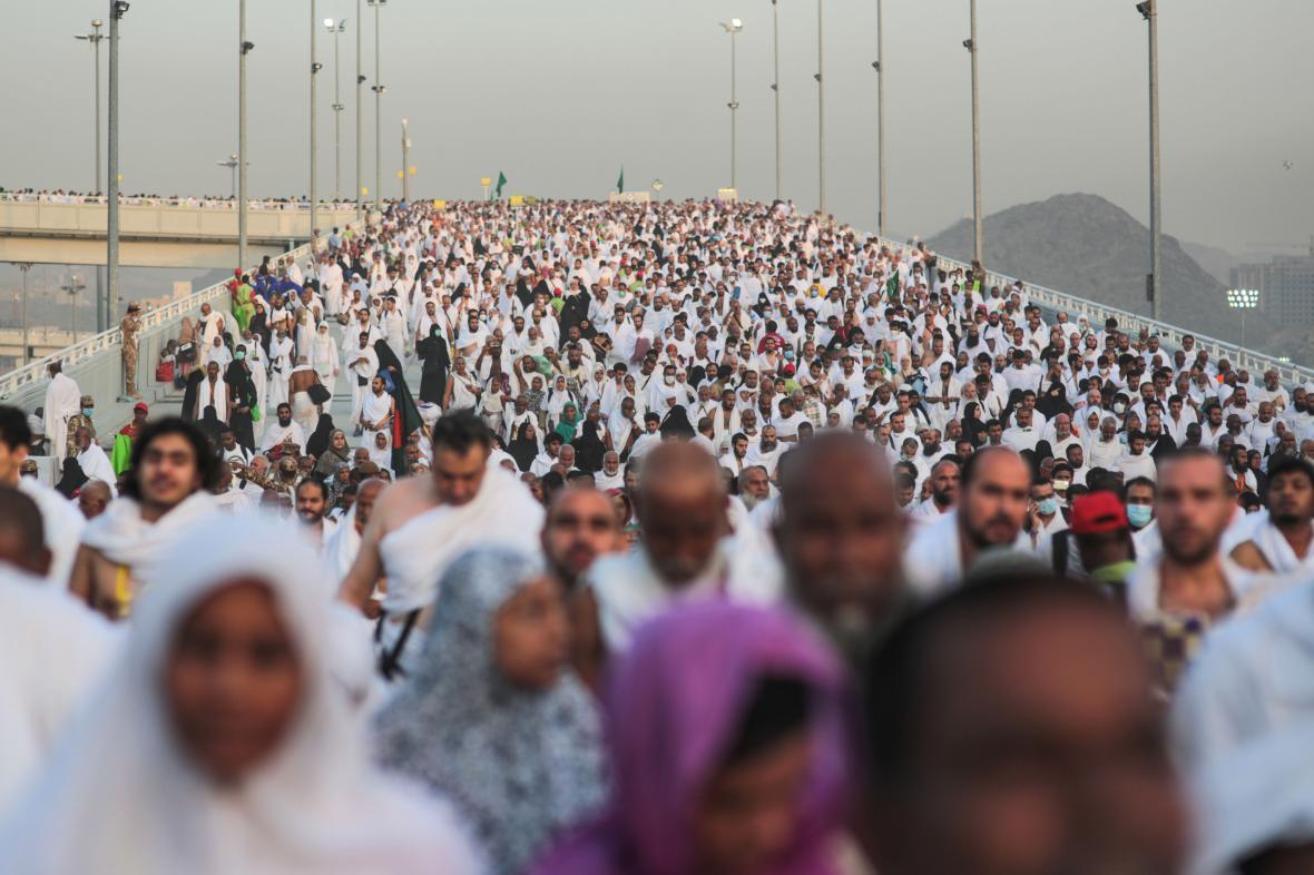 Poutníci na mostě Džamarat