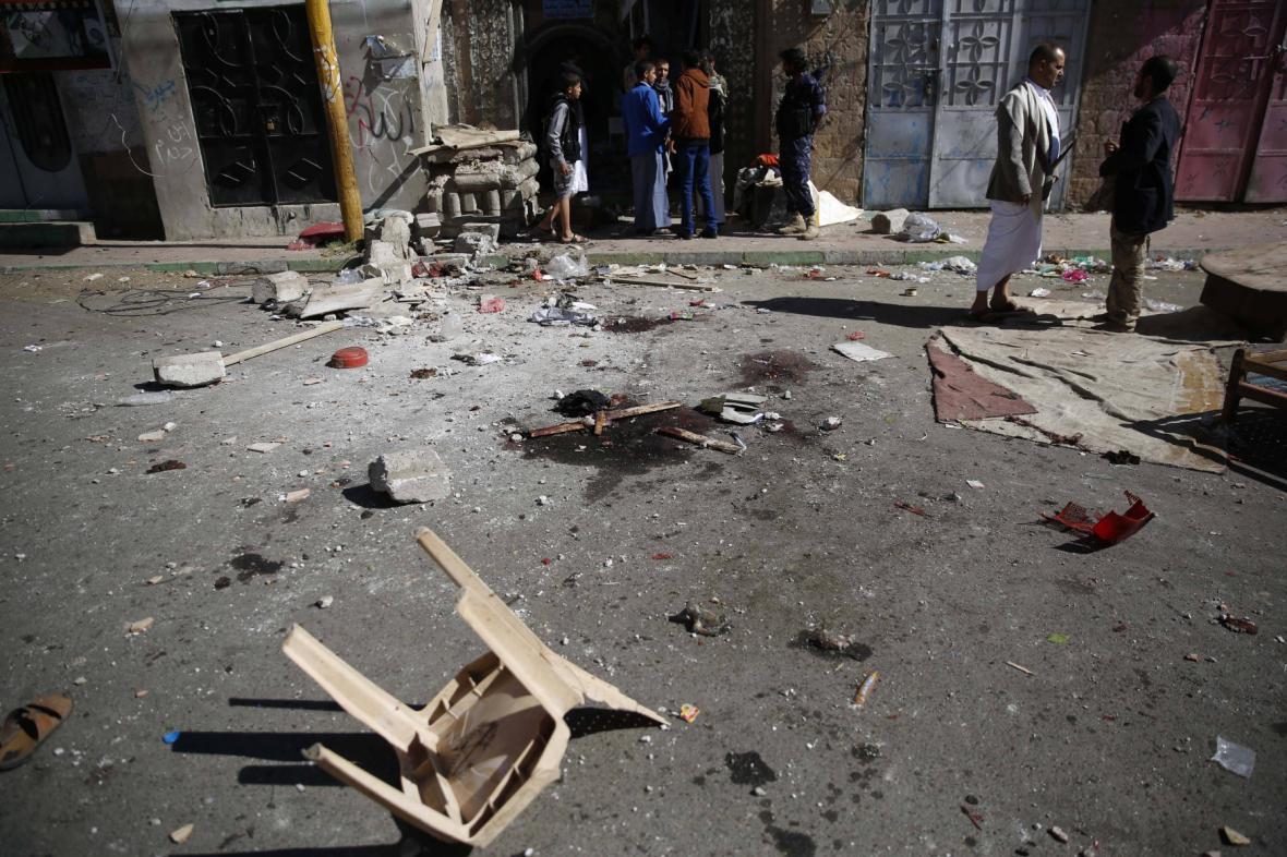 Následky náletů v jemenském Saná