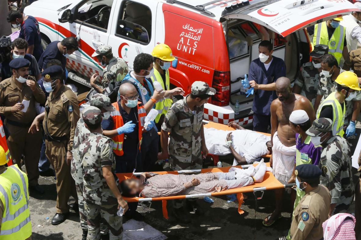 Záchranáři při tragédii v Mekce