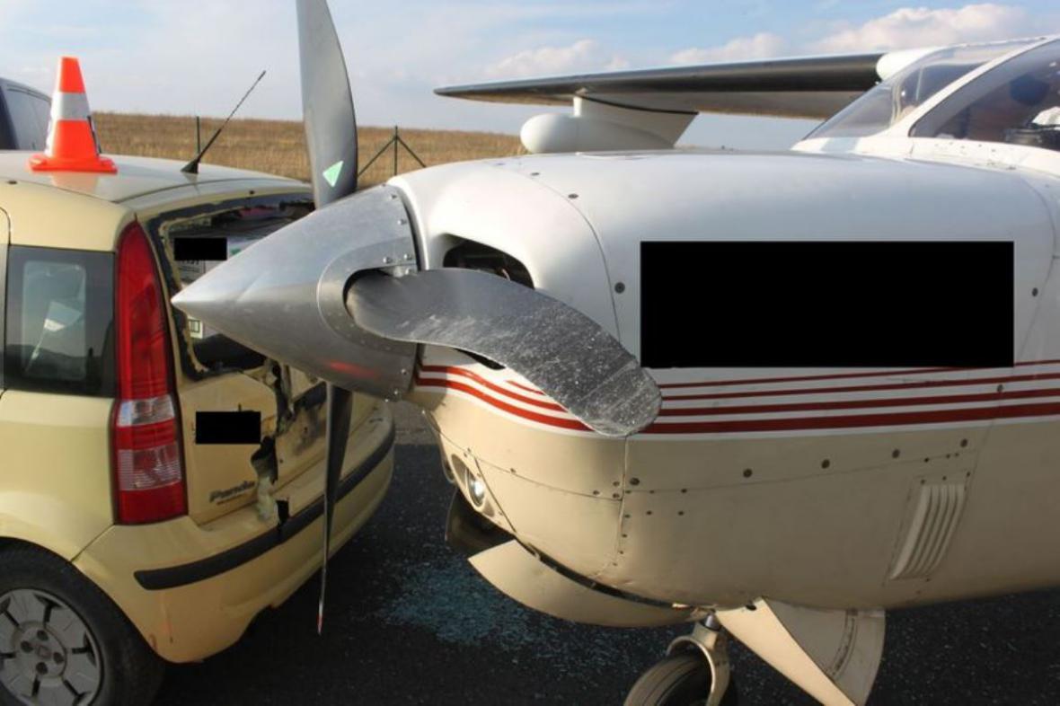 Nehoda auta a letadla